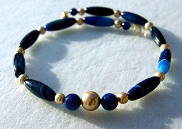 Halskette BLAU GOLD Achat gebändert dunkelblau Muschelkernperlen Edelsteinschmuck Unikat elegant  - Handarbeit kaufen