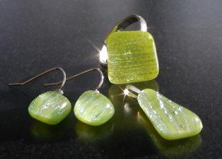 Schmuckset  APFELGRÜN 3 Teile dichroitisches Glas Ohrhänger Ring Anhänger zierlich Glitzer