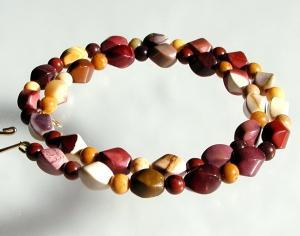 Farbspiel der Natur:  Halskette ganz aus MOOKAIT  - Handarbeit kaufen
