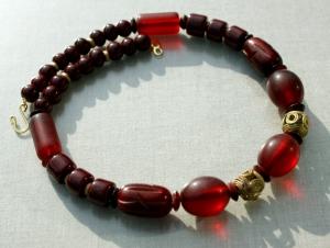 Halskette MARSALA afrikanische Perlen Keramik Messing Horn ethno weinrot