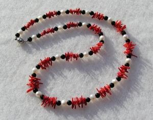Halskette FEINE KORALLE Perlen Onyx zart elegant Unikat  - Handarbeit kaufen