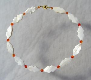 Halskette WHITE FIRE Perlmutt weiß Swarovski-Steine fire opal elegant
