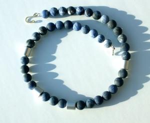 Halskette SODALITH mattiert Aluminium eloxiert Edelsteinschmuck blau silber elegant - Handarbeit kaufen