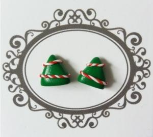 Ohrstecker mit kleinen Weihnachtsbäumen