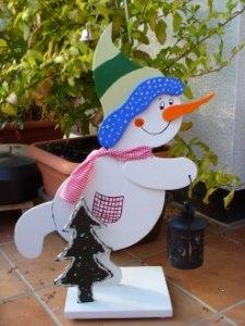 Wunderschöner Schneemann mit Beleuchtung