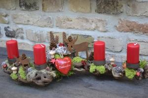 Adventskranz-Adventsgesteck-Handarbeit-Wurzel-Rebwurzel-Wurzelgesteck-herzlichst zum Fest-