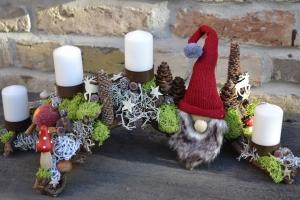 Moneria-Adventsgesteck-Rebholz- Weihnachtswichtel