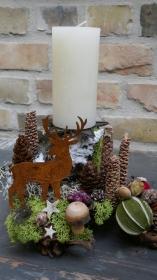 Moneria-Adventsgesteck-Rebholz-auf Futtersuche