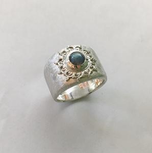 Silberring mit Labradorit und Galerie Goldschmiedearbeit verzierter Ring