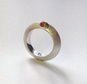 Silberring mit Zitrin und Kugelgalerie Goldschmiedearbeit
