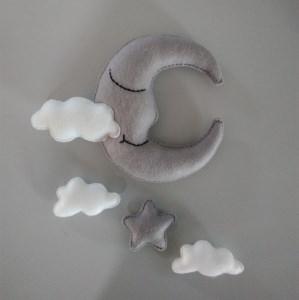 ♥  Süßes Babymobile - träum schön - mit Mond und Wölkchen aus Filz  ♥