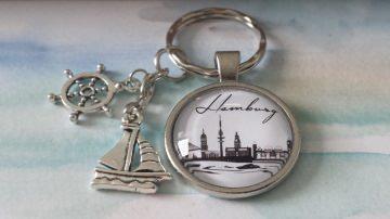 Hamburg Schlüsselanhänger Steuerrad Segelboot Glascabochon Souvenir Abschiedsgeschenk mit maritimen Anhängern für Frauen Männer - Handarbeit kaufen