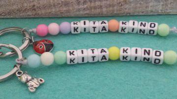 Niedlicher Kita Kind Anhänger handgefertigt mit bunten Perlen für Ihr Kind als tolles Geschenk und Begleiter für den 1.Tag im Kindergarten, 1 Stück  - Handarbeit kaufen