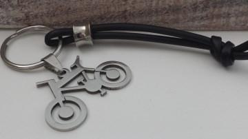Besonderer Fahrrad Schlüsselanhänger als Glücksbringer für alle Radsportler aus Edelstahl und Kautschuk handgefertigt