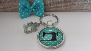 Toller Nähmaschinen Schlüsselanhänger türkis Glascabochon handgefertigt mit Nähmaschinenanhänger tolles Geschenk Schneidern Nähen Hobby