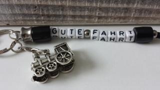 Gute Reise mit der Eisenbahn handgefertigter Schlüsselanhänger für alle Fans von Lokomotiven als toller Glücksbringer und Geschenk