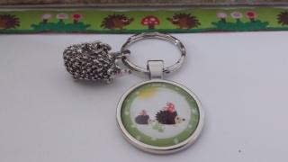 Igel Schlüsselanhänger handgefertigter toller Glascabochonanhänger mit dem Motiv zweier niedlicher Igel und einem hübschen Igelanhänger
