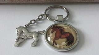 Pferd Pony Schlüsselanhänger Glascabochon handgefertigt mit Pferdeanhänger Accessoire Geschenk Kinder Frauen - Handarbeit kaufen