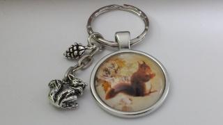 Eichhörnchen Schlüsselanhänger handgefertigt mit Eichhörnchen und Zapfen Accessoire Trachten Geschenk Frauen - Handarbeit kaufen