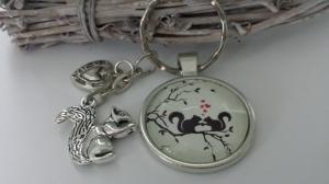 Eichhörnchen Schlüsselanhänger Glascabochon handgefertigt mit Metallanhängern Geschenk Frauen Paare Valentinstag Jahrestag Verlobung - Handarbeit kaufen