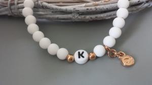 Initialen Armband weiß mit Fisch und Wunschbuchstaben handgefertigt Geschenk Frauen Mädchen Freundschaft Kommunion Konfirmation - Handarbeit kaufen
