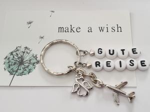 Glücksbringer Gute Reise Schutzengel Flugzeug Schlüsselanhänger handgefertigt mit Buchstabenperlen und Kärtchen als Geschenk zum Abschied - Handarbeit kaufen
