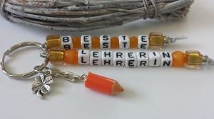 Beste Lehrerin Schlüsselanhänger handgefertigt mit Buchstabenperlen Stiftanhänger und Kleeblatt Dankeschöngeschenk Frauen Erzieherinnen Schulzeit  - Handarbeit kaufen