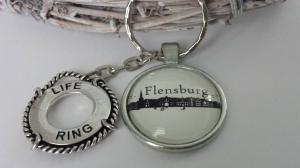 Flensburg Silhouetten Schlüsselanhänger Glascabochon handgefertigt mit Metallanhänger Rettungsring tolles Accessoire zur Erinnerung Souvenir    - Handarbeit kaufen