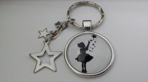 Sternen Mädchen Schlüsselanhänger Glascabochon handgefertigt Märchenfigur Sternenkind mit Sternenanhänger Geschenk Frauen Mädchen Trostspender Erinnerung - Handarbeit kaufen