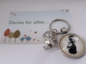 Kindermädchen Mary P. Schlüsselanhänger Glascabochon handgefertigt Regenschirm Herz Märchenfigur Geschenk für Erzieherinnen Frauen zum Dankesagen - Handarbeit kaufen