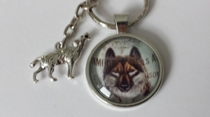 Schöner Wolf Schlüsselanhänger Glascabochon handgefertigt mit Metallanhänger Wolf Accessoire Indianer Geschenk Frauen Männer   - Handarbeit kaufen