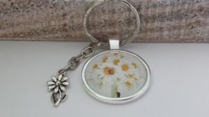Schöner Margeriten Strauß Schlüsselanhänger handgefertigt Glascabochon weiße Blumen Metallanhänger tolles Geschenk für Frauen  - Handarbeit kaufen