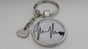 Herzschlag Herzlinie EKG Schlüsselanhänger Glascabochon handgefertigt mit Herzanhänger Geschenk Frauen Männer Liebespaare - Handarbeit kaufen
