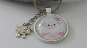 Süßes Schaf kleines Lamm Schlüsselanhänger Glascabochon handgefertigt mit Metallanhänger Schaf Geschenk Frauen Kinder Schulanfang - Handarbeit kaufen