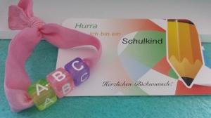 Kleines Einschulungsgeschenk ABC Armband Schulkind Mädchen große Buchstabenperlen Glücksbringer zum 1.Schultag Geschenk Schulanfang  - Handarbeit kaufen