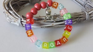 Niedliches Kindergartenkind Armband handgefertigt bunte Buchstabenperlen mit Bärchenanhänger Glücksbringer 1.Tag Kindergarten Geschenk für Kinder - Handarbeit kaufen