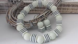 Schlichtes weiß-schwarzes Schmuckset Armband und Ohrringe mit Streifen handgefertigt Geschenk Frauen Freundin  - Handarbeit kaufen