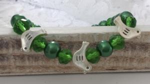 Vogel Armband tannengrün handgefertigt mit niedlichen silberfarbigen Vögeln Geschenk Frauen Freundin Mama - Handarbeit kaufen