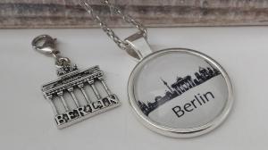 Berlin Kette mit Brandenburger Tor Charms Souvenir handgefertigter Glascabochonschmuck Andenken Berlin Geschenk Frauen Freundin Städtereise - Handarbeit kaufen