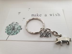 Glücksbringer Neues Jahr 2021 Glücksschwein Schlüsselanhänger handgefertigt Geschenk mit Karte Prüfung Schule Abi Führerschein für Frauen Männer   - Handarbeit kaufen