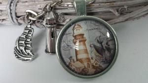 Leuchtturm Schlüsselanhänger handgefertigt Glascabochon mit Metallanhängern Segelschiff Leuchtturm Geschenk Männer  - Handarbeit kaufen