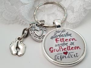 Schwangerschaftsankündigung Schlüsselanhänger handgefertigt Glascabochon Babyfüße zur Bekanntgabe des Freudigen Ereignisses für Mama und Papa Großeltern - Handarbeit kaufen