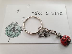 Glücksbringer 2021 Marienkäfer Glückskäfer Schlüsselanhänger handgefertigt Geschenk mit Karte Silvester Prüfung Führerschein Frauen Männer   - Handarbeit kaufen