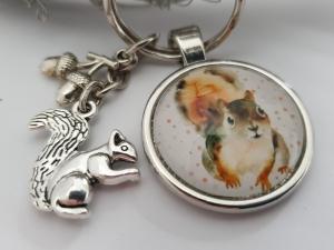 Niedliches Eichhörnchen Eicheln Schlüsselanhänger Glascabochon handgefertigt mit Metallanhängern Geschenk Frauen Trachtenaccessoire  - Handarbeit kaufen
