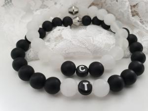 Initialen Partner Freunde Armbandset personalisierbar handgefertigt mit Edelsteinen Geschenke für Paare Frauen Männer Hochzeit Liebe - Handarbeit kaufen