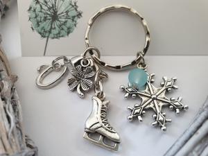 Schlittschuhe Eiskunstlauf Glücksbringer personalisierbar Schlüsselanhänger handgefertigt Geschenk mit Initialen Frauen Mädchen - Handarbeit kaufen