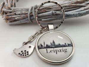 Leipzig Silhouetten Schlüsselanhänger handgefertigt mit Metallanhänger Vogel Spatz Geschenk Frauen Männer Abschied Erinnerung - Handarbeit kaufen