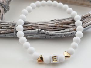 Schlichtes Initialen Herz Armband handgefertigt Acrylperlen Geschenk Mädchen Frauen Freundin Kommunion Hochzeit - Handarbeit kaufen