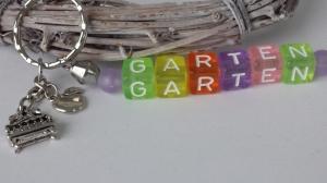 Garten Schlüsselanhänger Buchstabenperlen Anhänger Gartenbank und Apfel Geschenk Frauen Männer Oma Opa - Handarbeit kaufen