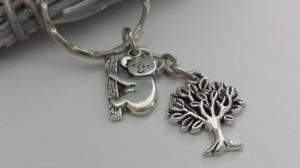 Koala Bär Schlüsselanhänger mit Baum Geschenk Kinder Frauen Freundin Geburtstag Zoo Besuch Australien - Handarbeit kaufen